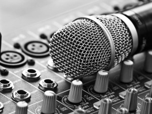 close_up_grayscale_microphones_music_studio_1024x768_85084